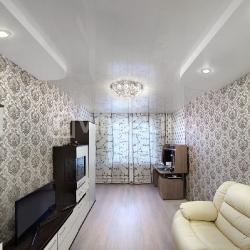 Стильный потолок в гостиную