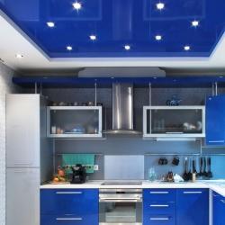 Синий потолок на кухню в Гомеле