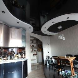 Черно-белый потолок на кухню в Гомеле