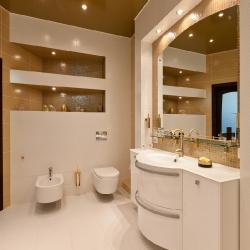 Золотой потолок в туалете в Гомеле