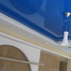 Синий глянцевый потолок в Гомеле