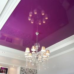 Фиолетовый глянцевый потолок в Гомеле