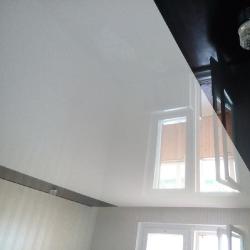 Черно-белый комбинированный потолок в Гомеле