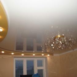 Золотой двухуровневый потолок в Гомеле