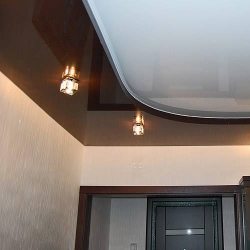 Коричневый двухуровневый потолок в Гомеле