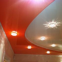 Оранжевый двухуровневый потолок в Гомеле