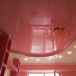 Розовый двухуровневый потолок в Гомеле